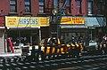 New York-Brooklyn-08-Broadway-Laeden-1982-gje.jpg