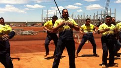 Податотека:New zealand maori haka at karara mine site in western australia.webm