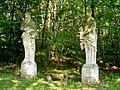Ognon (60), parc d'Ognon, deux des statues 'Les quatre Saisons'.jpg