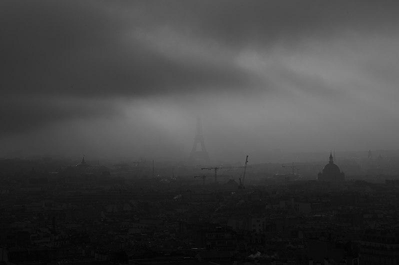 Ombre de la Tour Eiffel en Noir et Blanc.jpg