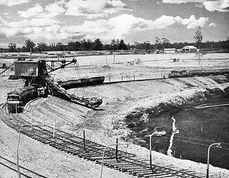 Yallourn 900mm Railway - Trains being loaded with overburden in the open cut (1940s)