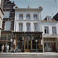 Overzicht van de voorgevel van het winkelpand - 's-Hertogenbosch - 20381362 - RCE.jpg