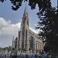 Overzicht van de zuid-westgevel met neogotische kerktoren - Gemert - 20379785 - RCE.jpg
