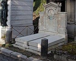 Mathieu-Meusnier: Tomb of Julien Vallou de Villeneuve