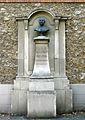 P1280402 Paris XV rue Brancion statue Francois Barbaud rwk.jpg