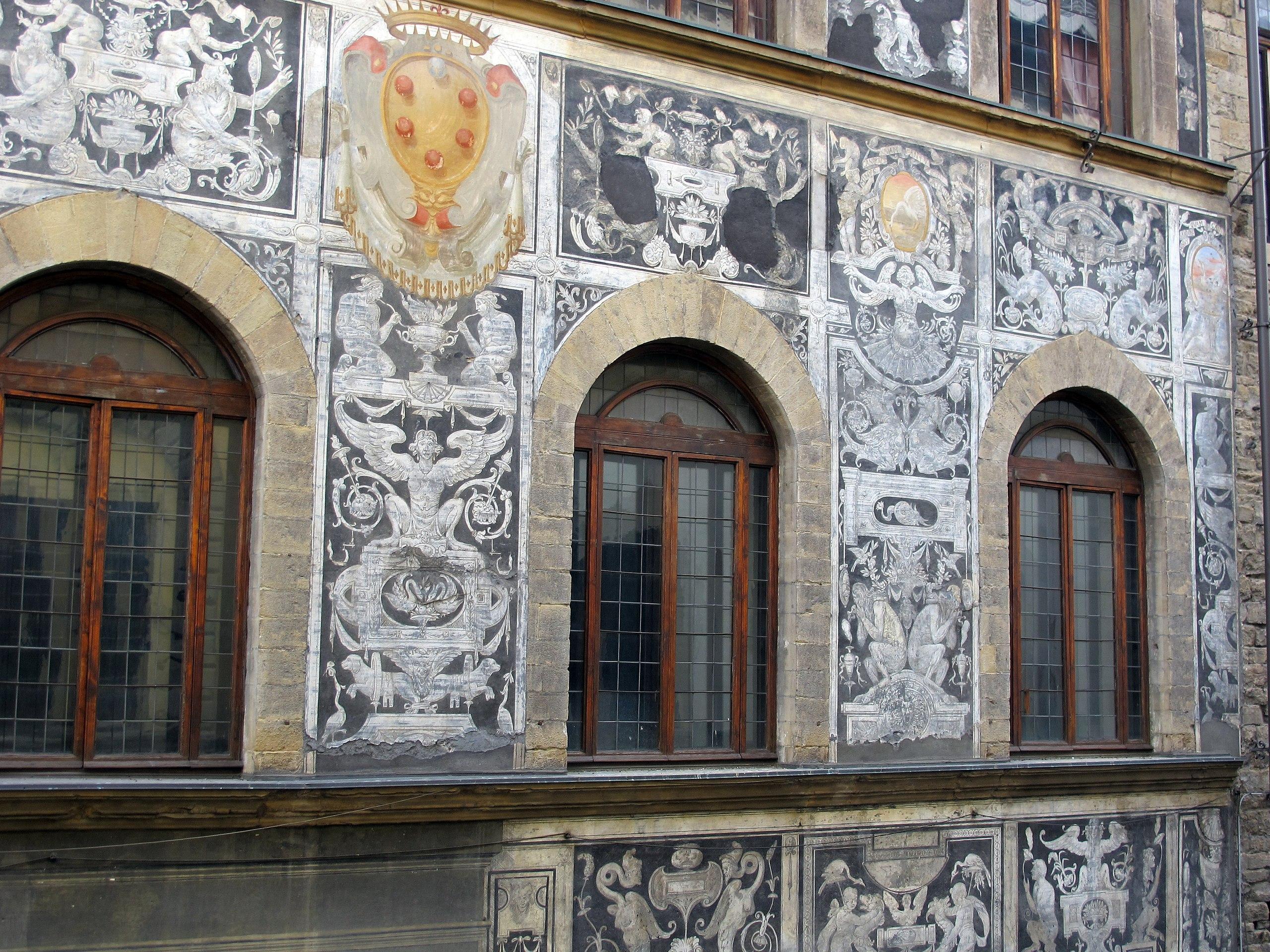 2560px-Palazzo_di_bianca_cappello%2C_graffiti_03..JPG