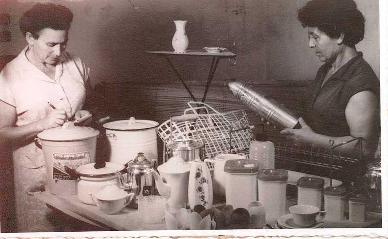 עובדות במטבח הקיבוץ