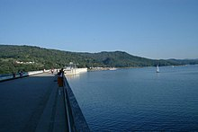 http://upload.wikimedia.org/wikipedia/commons/thumb/4/41/Poland_Solina_dam.jpg/220px-Poland_Solina_dam.jpg