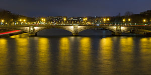 Pont des Invalides - Pont des Invalides illuminated at night