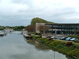Port de plaisance et Centre socio culturel de briare 4.JPG