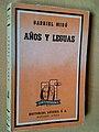 """Portada de """"Años y Leguas"""" en su primera edición americana (1958).jpg"""