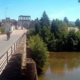 The Arroux near the Porte d'Arroux in Autun