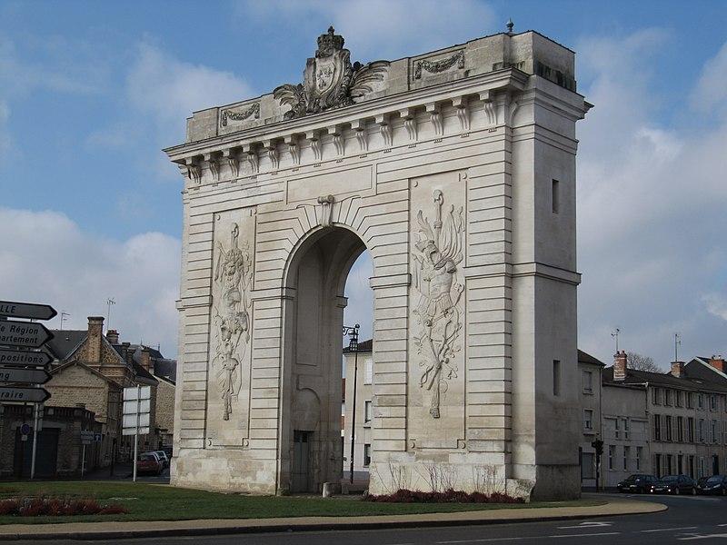 Porte Sainte-Croix à Châlons-en-Champagne, érigée en 1770 pour le passage de Marie-Antoinette