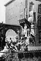 Praalwagen met standbeeld Petrus Regout, 1905.jpg