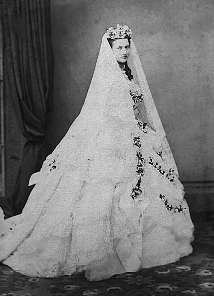 File Princess Alexandra Wedding Dress 1863 Jpg Wikipedia