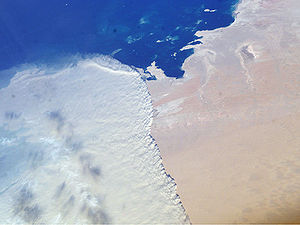 Geography of Qatar - A massive sandstorm sweeping over the Persian Gulf state of Qatar as it races southward toward southeastern Saudi Arabia and the United Arab Emirates on February 15, 2004