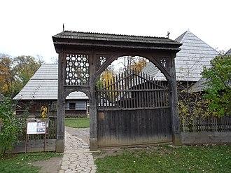 Dimitrie Gusti National Village Museum - Image: RO B Village Museum Bancu household sekler gate