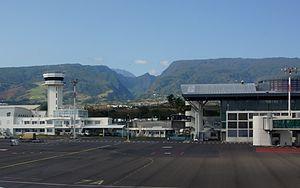 Roland Garros Airport - Image: RUN 06053