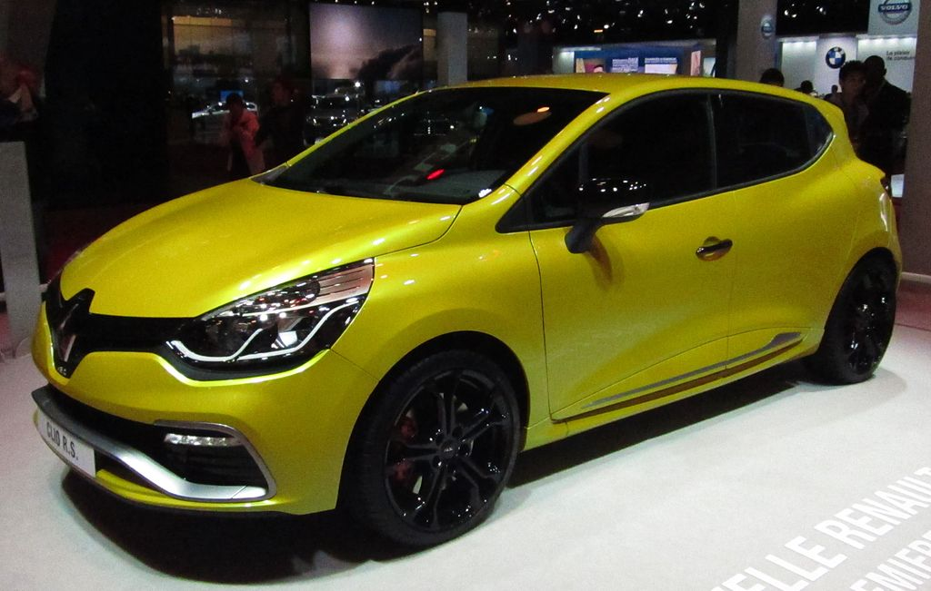 file renault clio iv rs front quarter jpg wikimedia commons. Black Bedroom Furniture Sets. Home Design Ideas