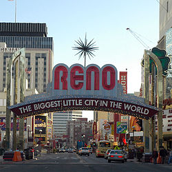 "Arco di Reno con la scritta ""The Biggest Little City in the World"""