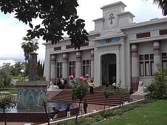 Rosicrucian Egyptian Museum - Image: Rosicrucian Egyptian Museum grounds 2