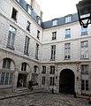 Rue Vieille du Temple 110 hôtel d'Hozier cour 2.jpg