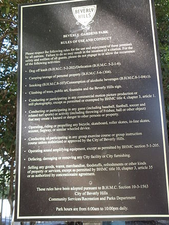 Beverly Gardens Park - Rules of Use and Conduct sign of Beverly Gardens Park in Beverly Hills, California