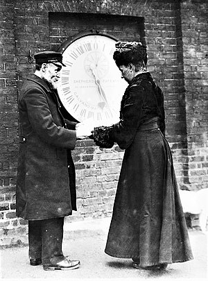 Ruth Belville - Ruth Belville outside the gates of the Greenwich Observatory, 1908