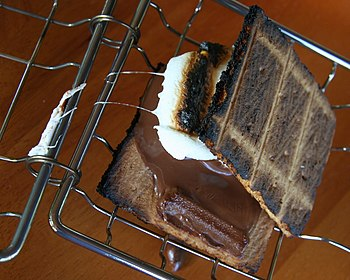 English: A s'more (graham cracker, chocolate, ...