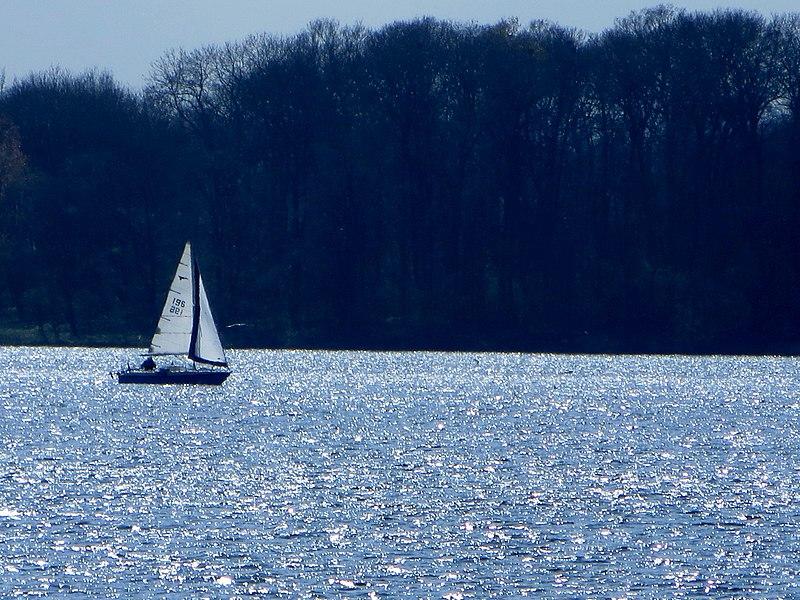 File:Sailing on Rutland Water - April 2014 - panoramio.jpg