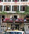 Salins - Place et fontaine du Vigneron 3.JPG
