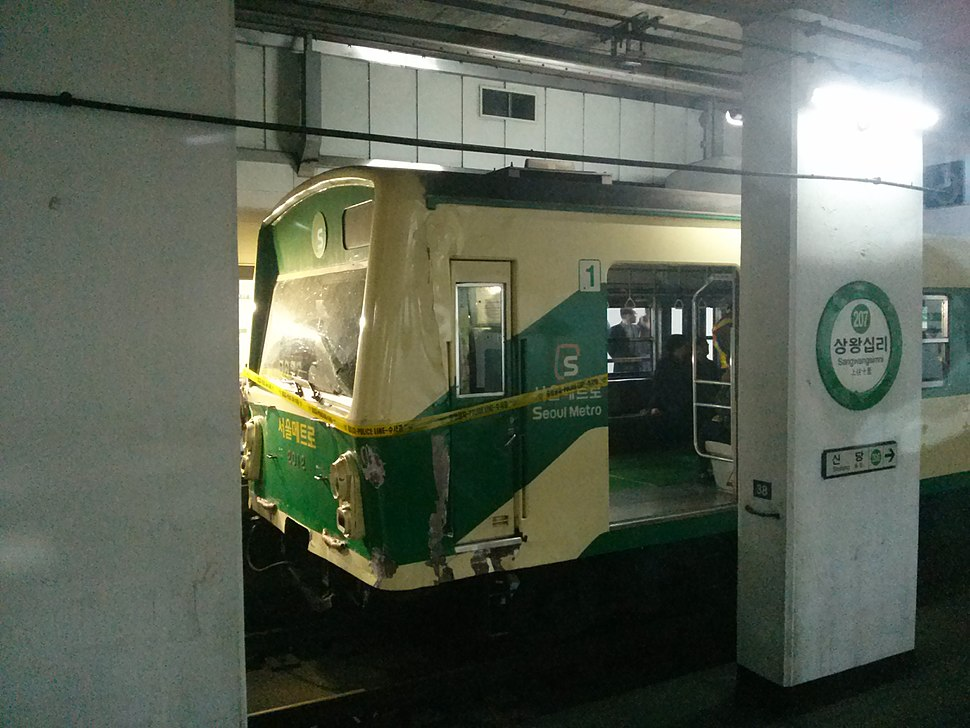 Sangwangsimni station collision accident-2012-1