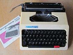 Schreibmaschine Robotron Cella 02.jpg