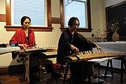 Kotóval zenélő japánok
