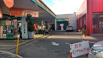 2018 Brazil truck drivers' strike - Gas station in Belo Horizonte during the strike, with sign indicating to be without fuel.