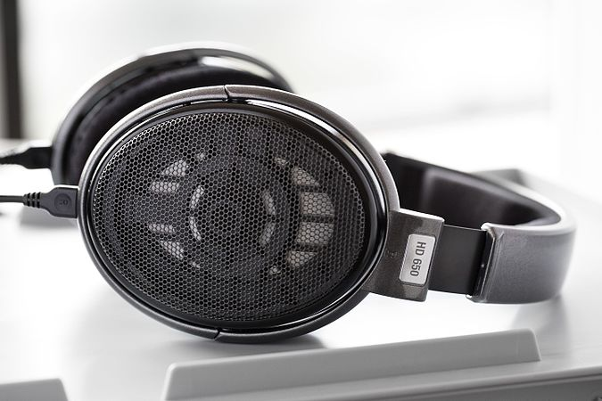 Sennheiser HD650 headphones.jpg