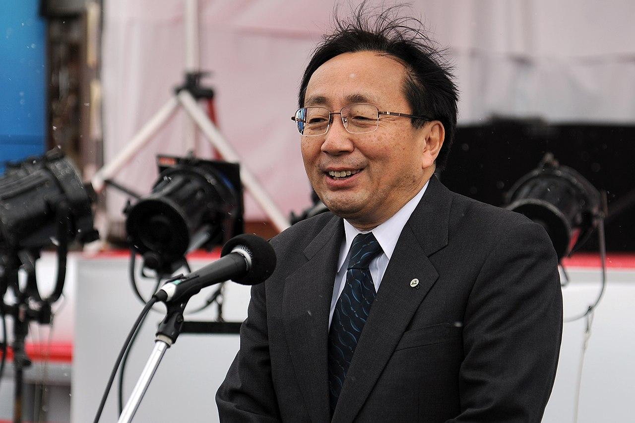 Mikrofon dodade guvernor