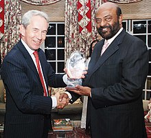 Shiv Nadar, Founder, HCL and Chairman, HCL Technologies, with Sir Richard Stagg, British High Commissioner to India 12 October 2009.jpg