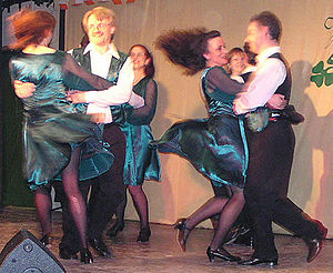 Irish set dance - Shramore Set, 2nd Figure, swing with Céilí-hold