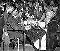 Sint Nicolaas schaakt met Keres, Bestanddeelnr 910-8296.jpg