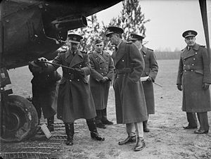 Charles Vane-Tempest-Stewart, 7th Marquess of Londonderry - December 1939: Honorary Air Commodore Lord Londonderry (centre) looks on as Sir Cyril Newall inspects an aircraft in France.