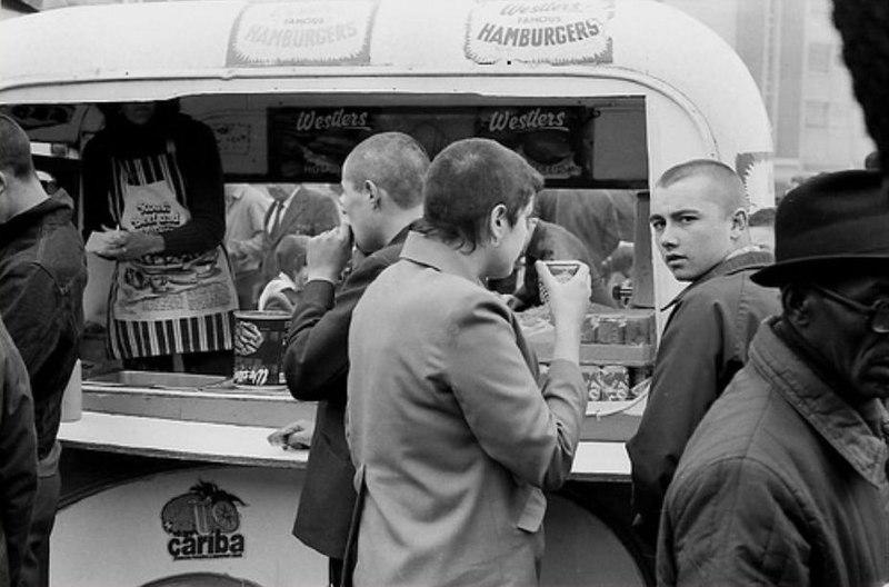 File:Skinheads in London City in 1981 aefcb.jpg