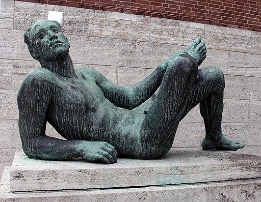 Skulptur Jahnplatz (Westend) Ruhender Athlet&Georg Kolbe&1936