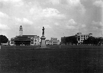 Singapore Cricket Club - A view of the Club (left of the statue of Sir Stamford Raffles) from A Souvenir of Singapore (1914)