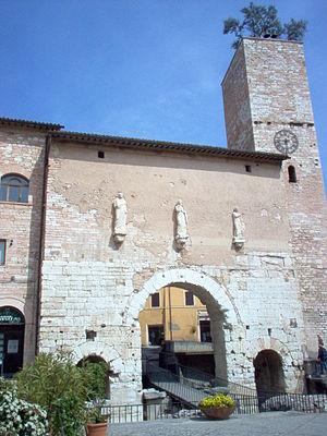 Spello - The Porta Consolare, from the 1st century BC. the statues are from the area of the amphitheater of Spello.