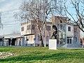 Spomenik Josipa Kozarca iz Vinkovaca- Споменик Јосипа Козарца у Винковцима 2.jpg