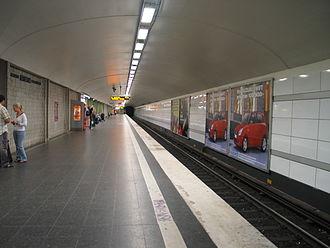 Karlaplan metro station - Image: Stockholm subway karlaplan 20050731 001