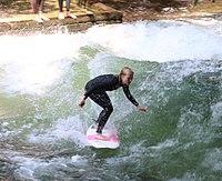 Surfing Eisbach Englischer Garten Muenchen-4.jpg