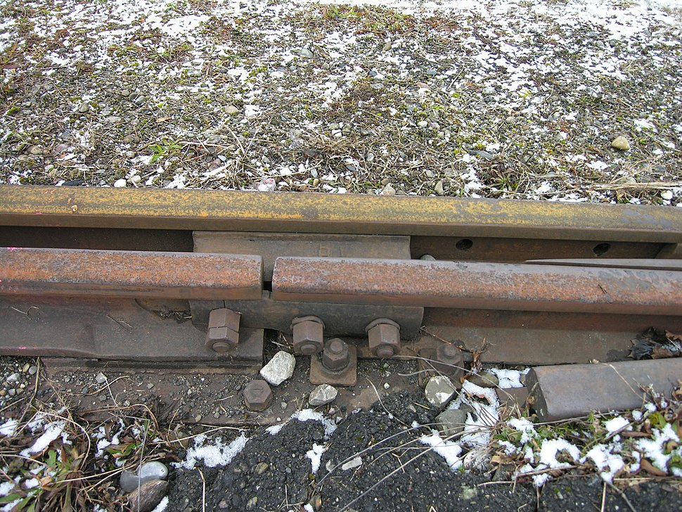"A light industrial or yard track switch joint, where the points are joined to the closure rails by bolts through a ""joint bar"" or ""fish plates""."