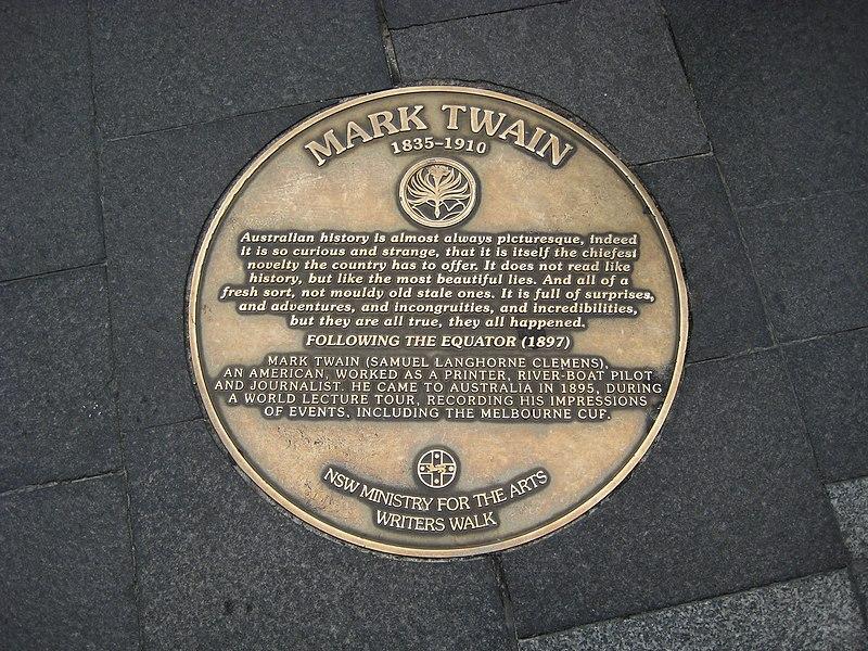 1895年のトウェインの訪問を記念するシドニーライターズウォークのプラーク Wikipediaより